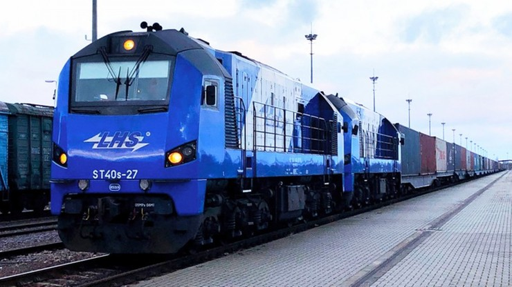 Do Polski zmierza pociąg towarowy z Chin. 50 kontenerów i długi na kilometr