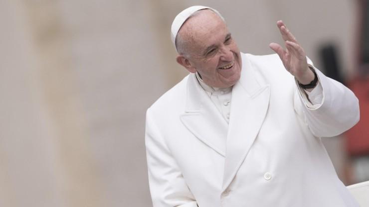 Papież apeluje do księży o okazywanie bliskości parom żyjącym bez ślubu
