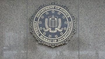 FBI bada sprawę skradzionych maili szefa sztabu Clinton