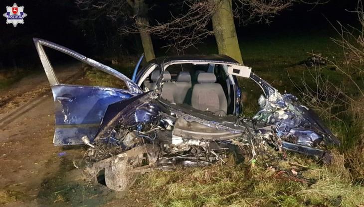 Pijany 24-latek spowodował wypadek. Z auta wypadł silnik