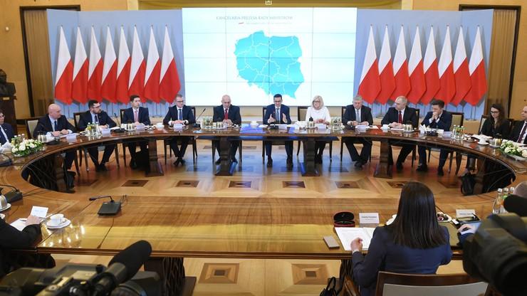 """Premier Morawiecki spotkał się z wojewodami. """"Ważne, by działać sprawnie"""""""