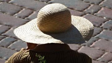 Podczas kontroli kwarantanny udawał kobietę. Zmienił głos i założył kapelusz