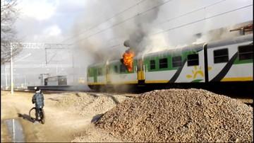 Płomienie wydobywały się z okien pociągu. Pożar w podwarszawskiej Zielonce