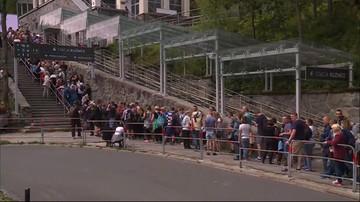 Wielogodzinna kolejka do kolejki na Kasprowy Wierch. Turyści nie chcą wchodzić na szczyt. Wolą czekać