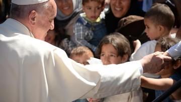Papież do uchodźców na Lesbos: nie jesteście sami