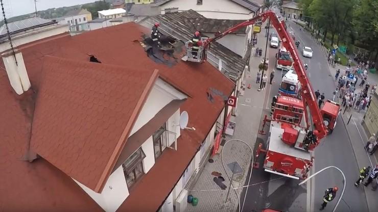Pożar kamienicy w Busku-Zdroju. Dwie osoby poszkodowane