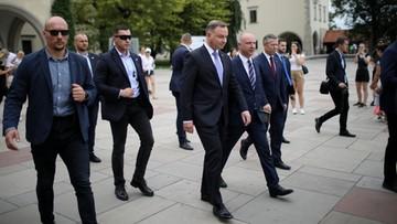 """Prezydent przy grobie Marii i Lecha Kaczyńskich. """"Zaczynam od mojego mistrza"""""""