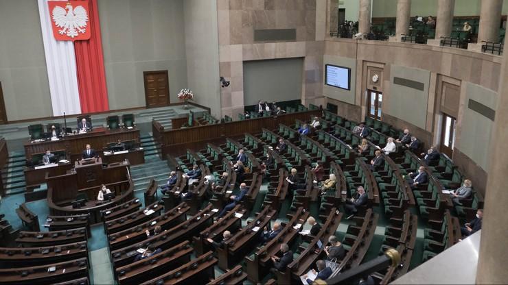 Sondaż. Wybory do Sejmu: PiS - 32 proc., KO - 25 proc., Polska 2050 - 12 proc., Lewica - 6 proc.