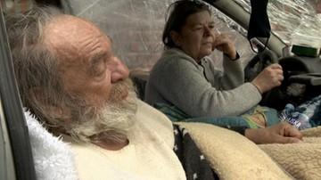 Stracił zasiłek, bo prowadzi gospodarstwo domowe... w samochodzie