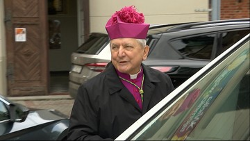 Biskup z filmu Sekielskich poprosił o modlitwę. Co na to wierni?
