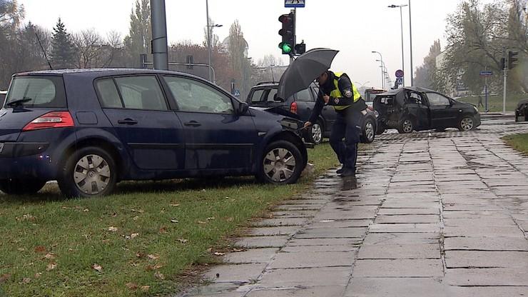 Groźny wypadek na warszawskim Mokotowie. Cztery osoby w szpitalu