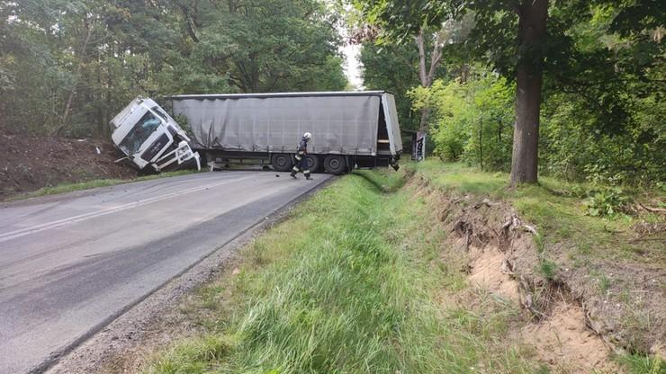Łódzkie. Zmarł 37-latek - czwarta ofiara śmiertelna zderzenia busa z ciężarówką