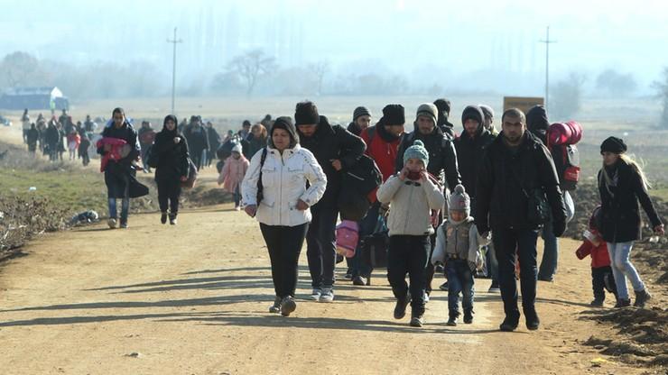 Bułgaria: 109 nielegalnych imigrantów porzuconych na autostradzie