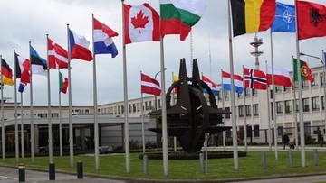 """""""FAS"""" sugeruje przeniesienie szczytu NATO. Jeśli Kaczyński """"nie zaprzestanie demontowania państwa prawa"""""""