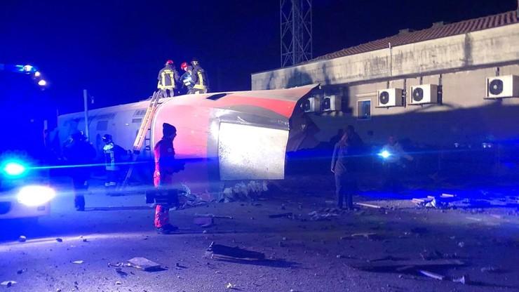 Pociąg dużych prędkości wykoleił się koło Mediolanu. Są ofiary