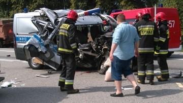 Radiowóz zderzył się z ciągnikiem. Jedna osoba nie żyje