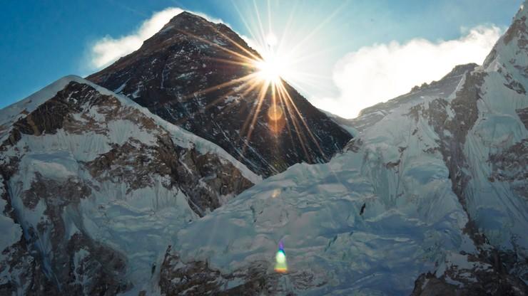 Mount Everest. Władze Nepalu wprowadzają dzienny limit osób na szczycie