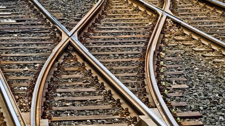 Bangladesz: pociąg wykoleił się i spadł z mostu. Jest wielu rannych