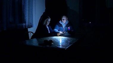Nowy dom niszczeje. Dwa lata czekają na prąd