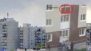 Wyrzuciła dzieci z trzeciego piętra. Ratowała im życie [WIDEO]