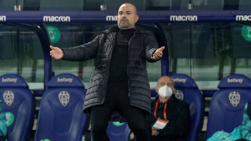 Paco Lopez z Levante pierwszym zwolnionym trenerem w La Liga