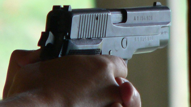 Groził 14-latce bronią i chciał ją zaciągnąć do swojego mieszkania