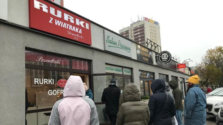 Warszawa: półtorej godziny w kolejce po... rurki z kremem
