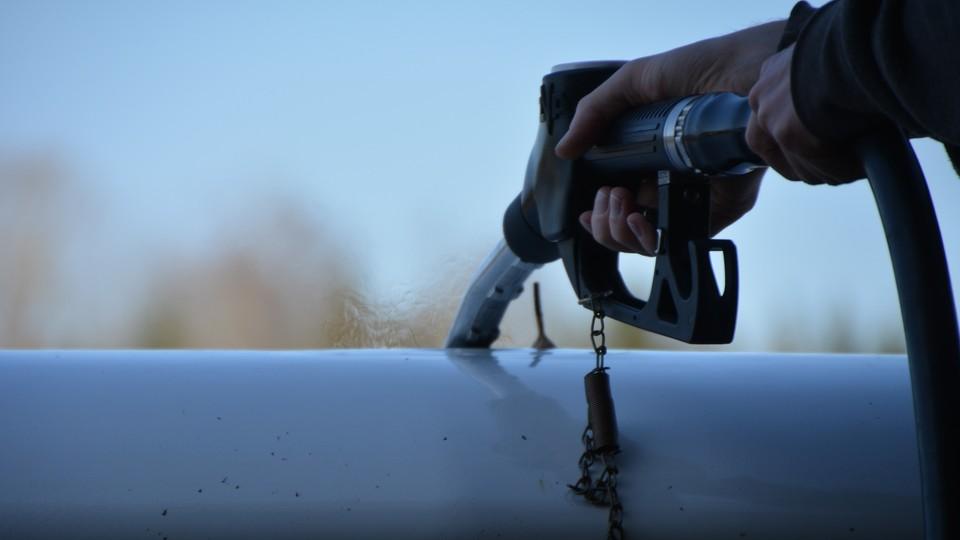 """""""Mniej niż zero"""" na stacjach? """"Cena ropy spadły poniżej kosztów wydobycia"""""""