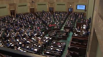 Goście z eskortą posłów, senatorowie bez wstępu na salę obrad. Marszałek szykuje zmiany w Sejmie