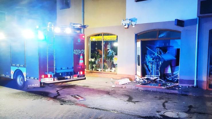 Wysadzili bankomat. Pożar i ewakuacja