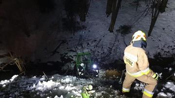Strażacy nieśli pomoc, a w tym czasie mieszkańcy zastawili im remizę autami