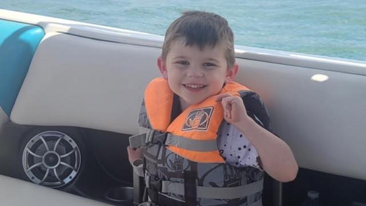 Tragiczny finał poszukiwań 4-latka. Ciało w skrzyni na zabawki