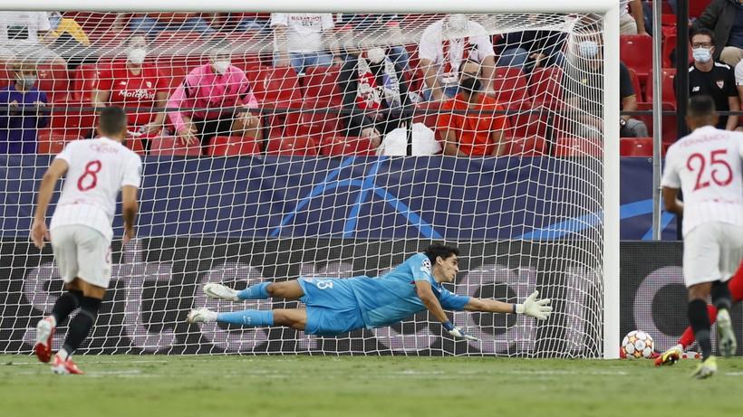 Liga Mistrzów: Cztery karne w pierwszej połowie meczu Sevilla - Salzburg (WIDEO)