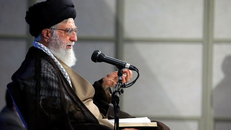 """Przywódca Iranu ostrzega USA przed """"złym ruchem"""" ws. umowy atomowej"""