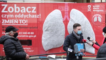 Smog w polskich miastach. Na ulicach stanęły dwumetrowe płuca
