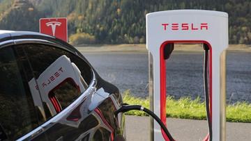 Tesla odpowiada w sprawie śledztwa dot. bezpieczeństwa aut