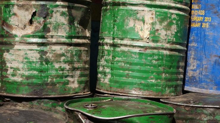 Około 75 tys. litrów niezidentyfikowanej substancji w starej cegielni