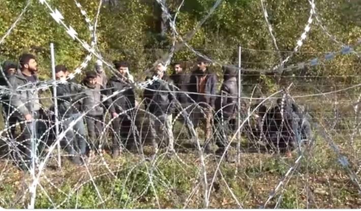 Migranci na granicy. Wstrzymano loty z Iraku na Białoruś