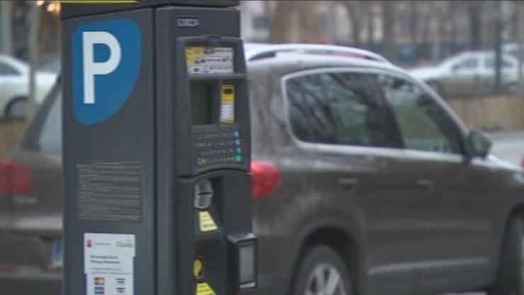 Warszawa: będzie więcej samochodów do e-kontroli Strefy Płatnego Parkowania