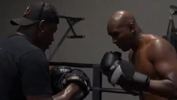Nie tylko Tyson. Kolejna legenda błyszczy formą i szykuje się do powrotu (WIDEO)