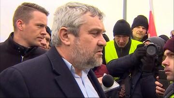 """Burzliwe rozmowy ministra z protestującymi. """"Jestem jednym z was, rolnikiem, nie urzędnikiem"""""""