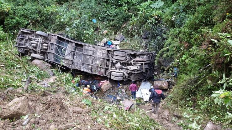 Autobus runął w przepaść. Nie żyje 20 osób