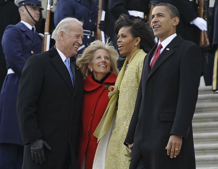 Prezydent USA Barack Obama, jego żona Michelle wiceprezydent Joe Biden i jego żona Jill podczas zaprzysiężenia w 2009 roku
