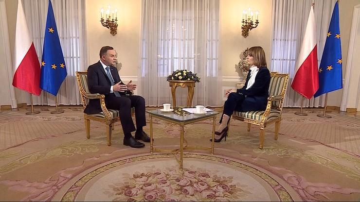 """""""Rozumiem ból rodzin smoleńskich, ale obowiązują przepisy"""" - prezydent Duda w programie """"Prezydenci i Premierzy"""""""
