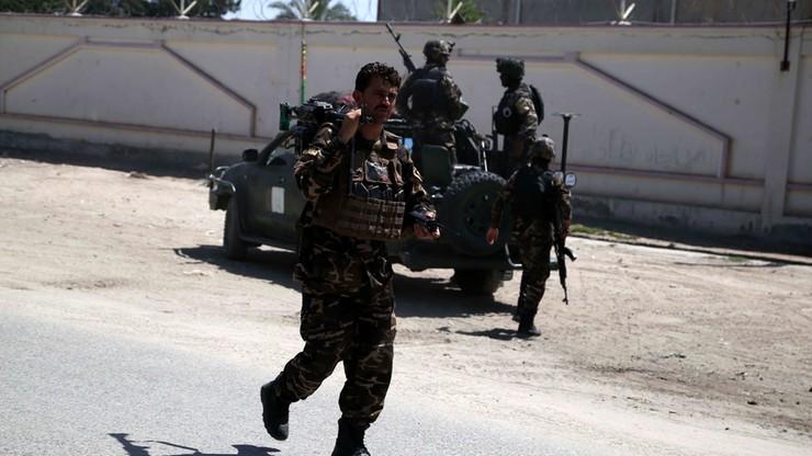 12 zabitych i 31 rannych w zamachu przed ministerstwem w Kabulu