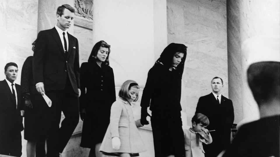 Robert Kennedy w czasie pogrzebu swojego brata