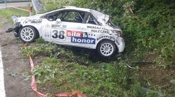 Auto wjechało w ludzi na trasie wyścigu magurskiego. Trzy osoby ranne