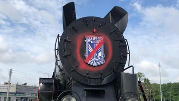 """Wandale zdewastowali symbol Lecha. Poznańska lokomotywa """"pomazana"""""""