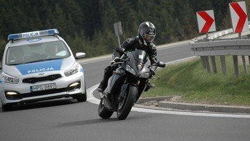 """Nielegalne wyścigi motocyklistów na zakopiance. Policja mówi """"dość"""""""