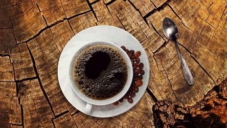 Ile kubków kawy dziennie to stanowczo za dużo? Teraz już to wiemy